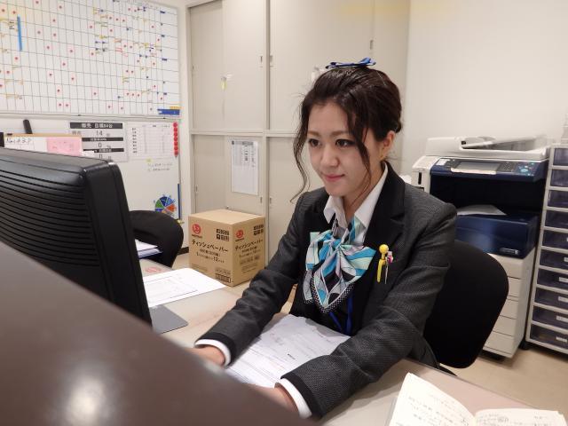 ネクステージのスタッフ写真 事務 松井 茉里香