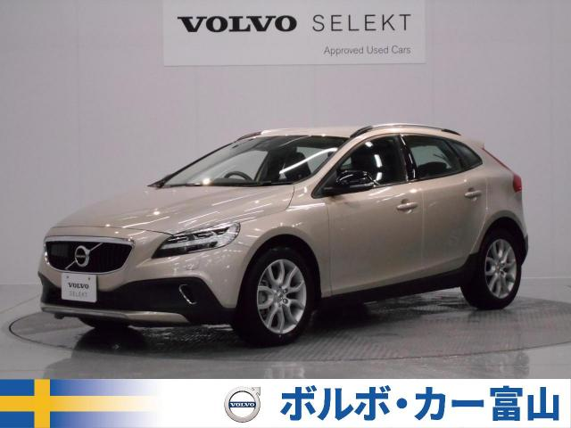 VOLVOV40 CROSS COUNTRY D4 MOMENTUM