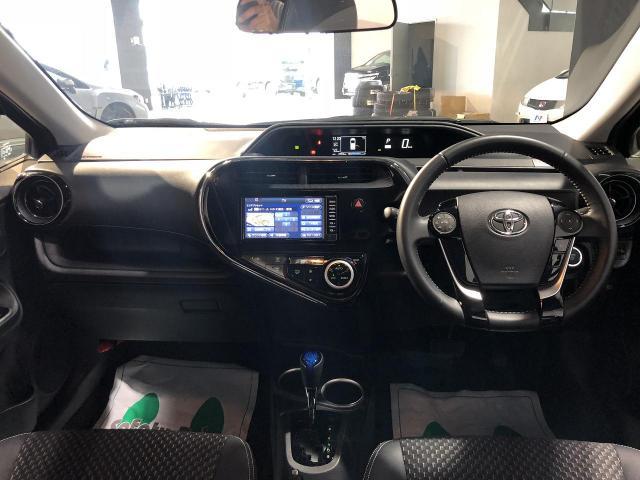 Toyota Aqua Crossover Daa Nhp10h Color Purple 4 800km 13 193 452